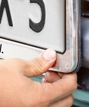 Kennzeichenhalter bedrucken